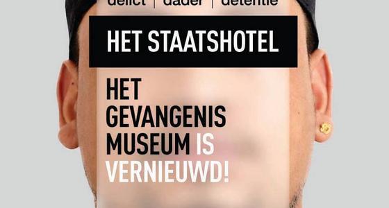 Een reclame poster van het museum met de tekst dat het Gevangenis museum vernieuwd is.