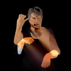 Een bewerkte foto van Gera waarbij haar gebarende handen dubbel zijn weergegeven, deels foto echt en deels als een soort van getekende versie. Door de zwart achtergrond springt zij eruit.