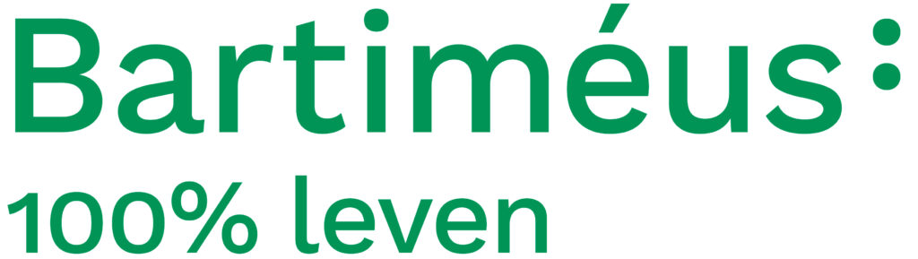 Logo Basrtiméus, met in groene ronde letters de tekst Bartiméus met daarachter het braille teken voor de B. Daaronder de zin 100% leven.